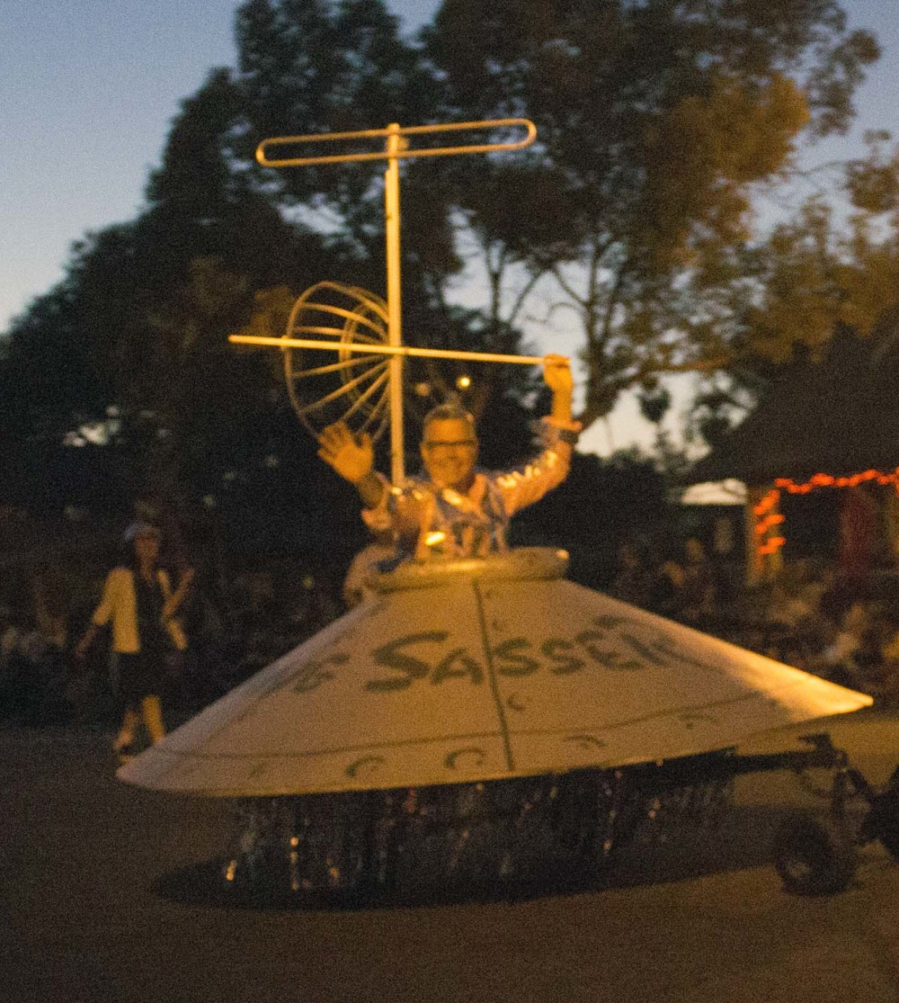 That's not an alien, it's Charles Phoenix in that UFO flying down Broadway at the 2014 Anaheim Halloween Parade.